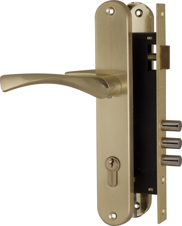 Врезной замок Fuaro SET F9011 в комплекте с ручками предназначен для установки в деревянные входные и межкомнатные двери. Гальваническое покрытие прошло тест на устойчивость к коррозии в соляном тумане - более 72 часов. Ресурс работы более 250 000 циклов открывания/закрывания. Секретность 15 000 комбинаций, 2 класс безопасности. Корпус врезного замка с межосевым расстоянием 85 мм, бэксетом 45 мм, универсальной защелкой для левых и правых дверей. Дверные ручки на планке: материал ручек - алюминий, материал планок - сталь. В основании ручки опорный подшипник. Латунный цилиндровый механизм в цвет замка 100 CA 70 мм (30+10+30), 5 ключей. Цвет: матовое золото. Фурнитура: ответная планка, стяжные винты для ручек, крепежная фурнитура.